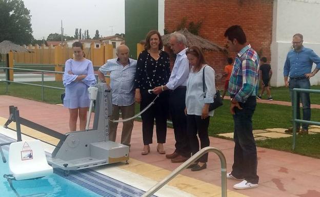 La diputaci n de palencia mejora la accesibilidad de los for Piscinas municipales palencia
