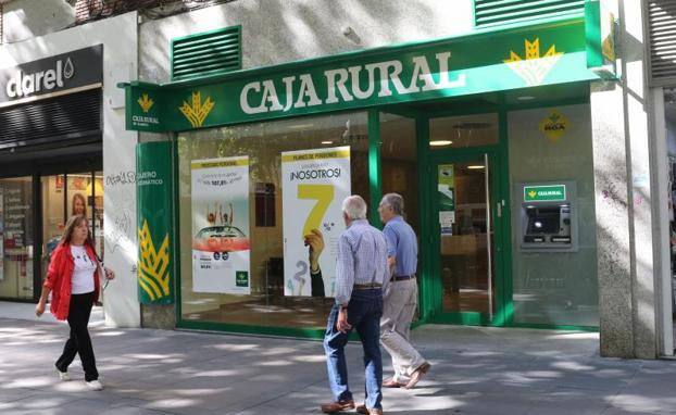Las cajas rurales de castilla y le n enfilan el cierre del for Oficinas caja duero salamanca