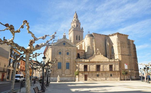 Iglesia de los Santos Juanes, en Nava del Rey./F. J.