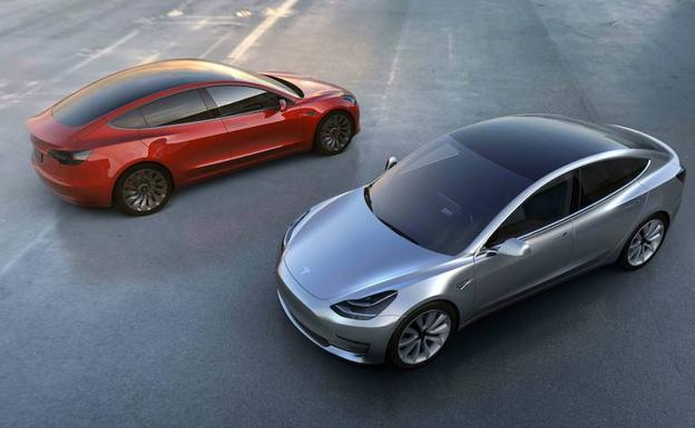 Dos coches Model 3 de Tesla.