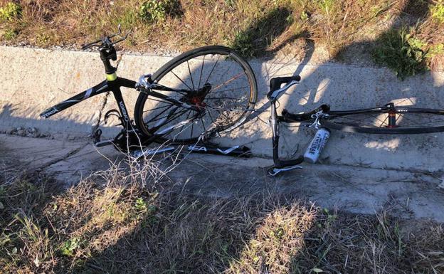 Estado de la bicicleta arrollada ayer en Valverde. /@radarsegovia