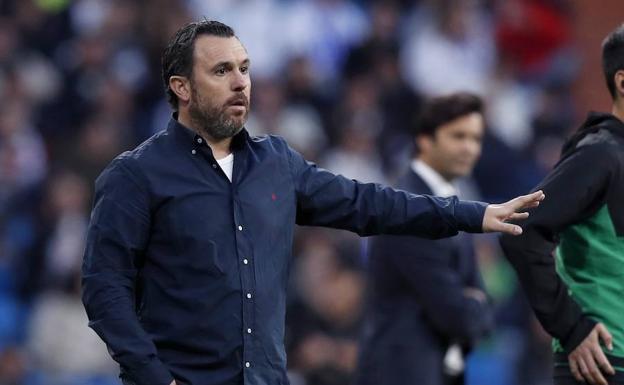 Sergio González da instrucciones en el partido disputado en el Bernabéu. /R. Gómez