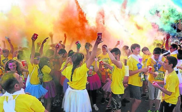 nativo fregar hoy  Una carrera de colores anima las vísperas de San Antolín en Medina | El  Norte de Castilla