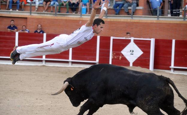 El cortador Saúl Rivera, corneado en el concurso de Tordesillas | El ...