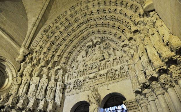 Resultado de imagen de Puerta del Perdón o de la Gloria catedral ciudad rodrigo