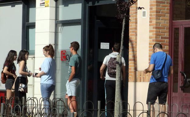 La campa a de verano prev generar contratos en for Oficina de empleo segovia