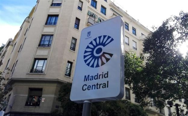 Cartel que avisa del acceso a Madrid Central./Europa Press