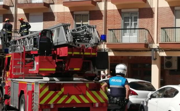 Los bomberos interviniendo durante el accidente.