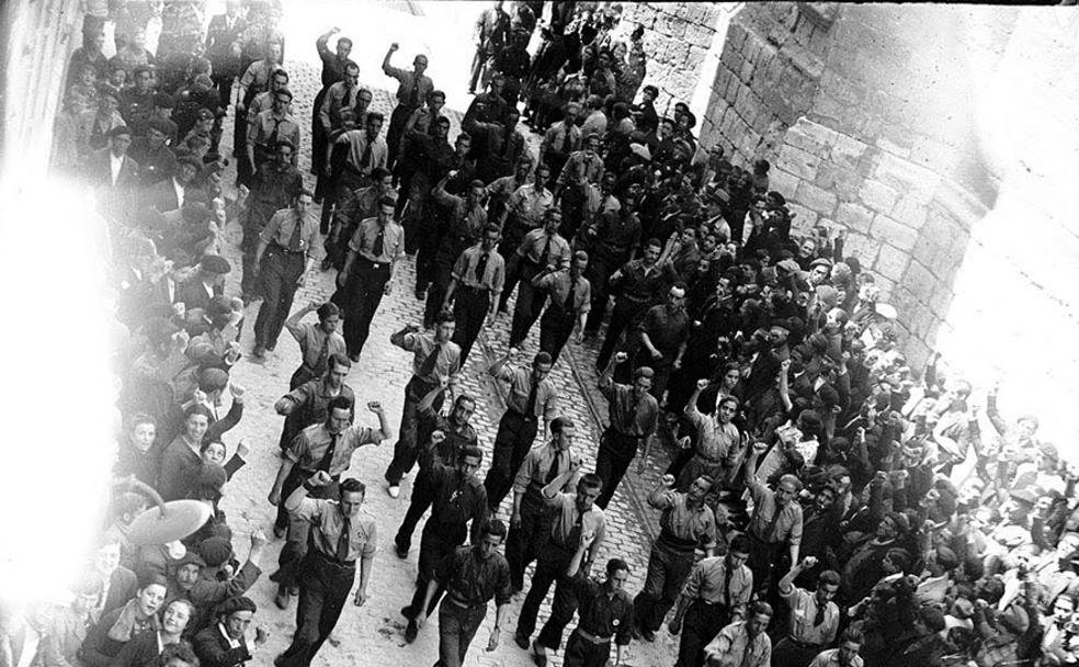 Manifestación obrera en las calles de Valladolid durante la Segunda República./Archivo Municipal