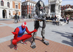Disfraces de cómic en la Plaza Mayor de Valladolid. / Foto y vídeo: G. Villamil/