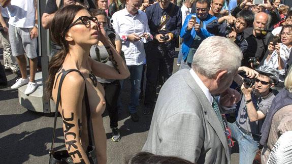 Milo Moiré Se Pasea Desnuda Por Basilea El Norte De Castilla