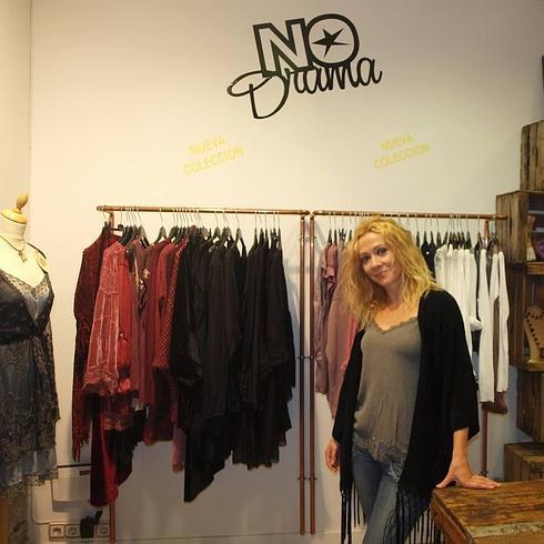 7f365a7336 Patricia Rojo posa en su tienda de moda.