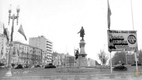 Anuncio sobre el estreno de 'La naranja mecánica', en la plaza de Zorrilla en 1975./