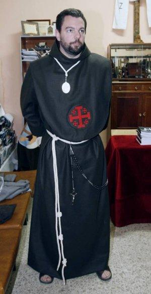 La Santa Cruz Desnuda Recupera La Esclavina Franciscana En Su Hábito